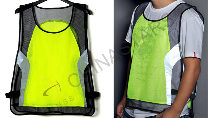 Protective reflective clothing