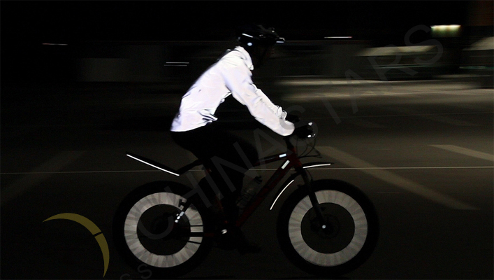 cyclist reflective clothing