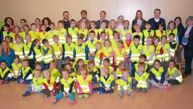 Regensburg-donates-200-safety-vests-to-the-children