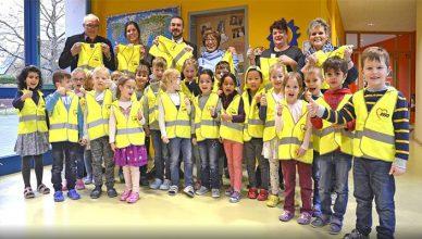 1000-safety-vests-for-children-in-Dormagen