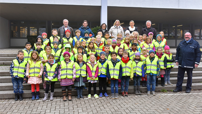 Safe-to-school-with-shining-vests