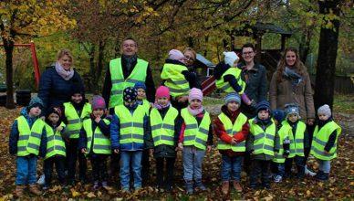 Safety-vests-for-kindergarten