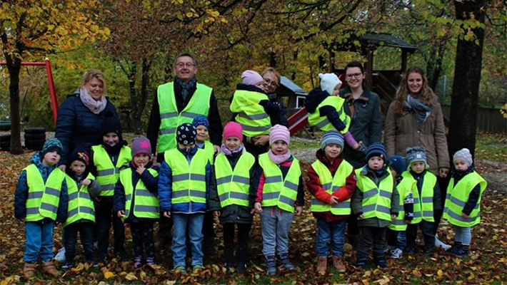 Safety-vests-for-kindergarten